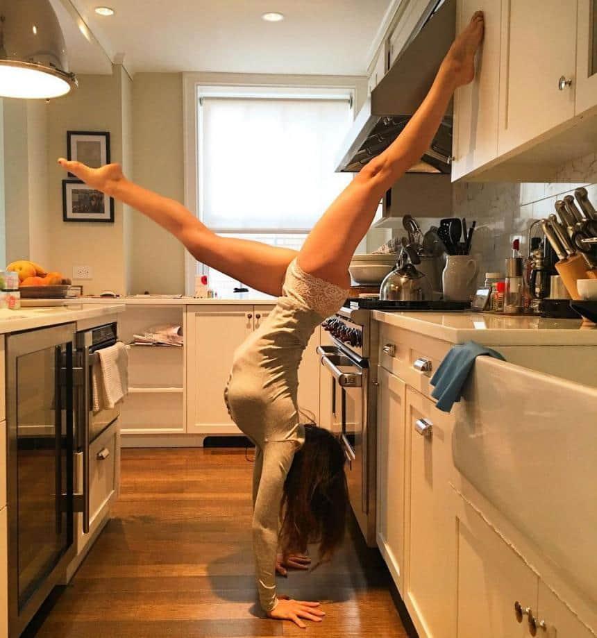 Women Kitchen: 20+ Crazy Photos That'll Turn You Into A Yoga Fanatic