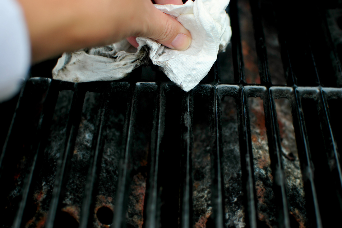 Clean your mini-grill with paper towels